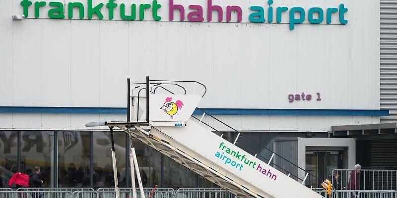 Flughafen Hahn - Erster regulärer Passagierflug am Dienstagabend